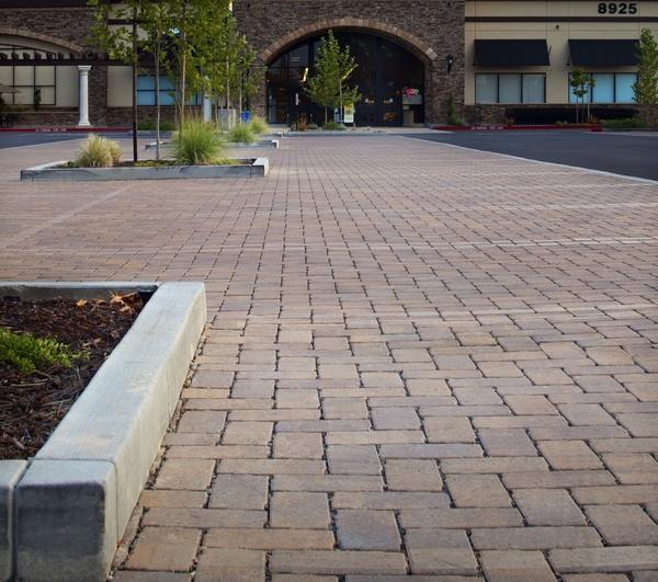 Použití dlažby na náměstí.